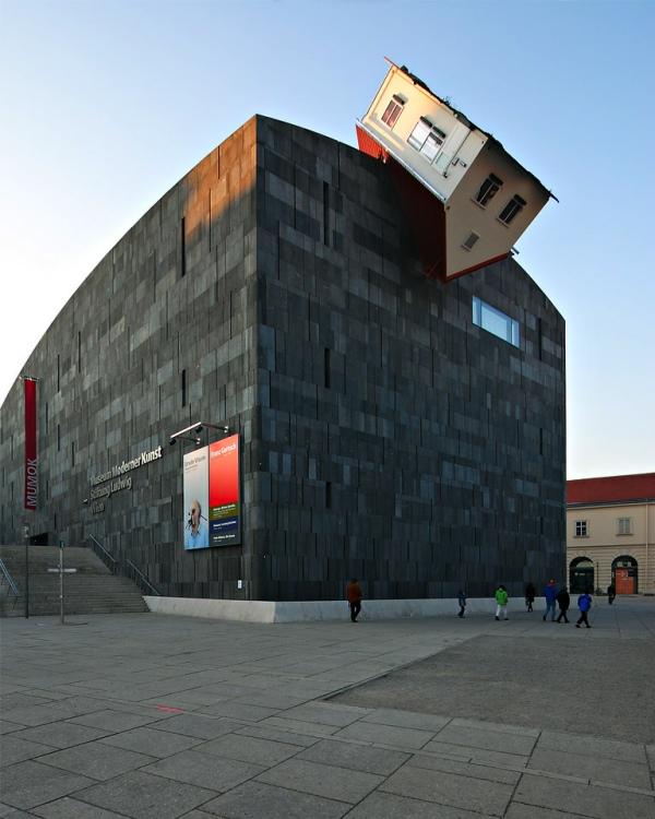 strange-building-7